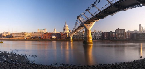 London. Millennium Bridge and St. Paul's Cathedral. Alan Copson ©  2010 www.alancopsonpictures.com